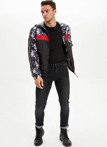 DeFacto Kapüşonlu Renk Bloklu Slim Fit Mont Siyah